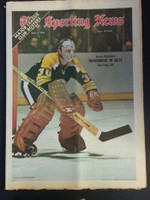1972 Sporting News May 6 Gary Cheevers (Heavy fold from Original Mailer) Very Good