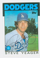 Steve Yeager AUTOGRAPH 1986 Topps #32 Dodgers   [SKU:YeagS5638_T86BB]