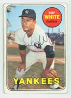 Roy White AUTOGRAPH 1969 Topps #25 Yankees CARD IS G/VG; RND CORNERS