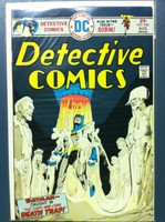 DETECTIVE COMICS ft: BATMAN & ROBIN #450 The Cape and the Cowl Deathtrap Aug 75 Very Good to Fine Lt wear, creasing on cover; contents fine