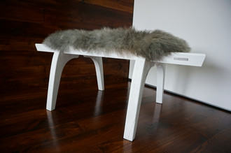 Minimalist white Oak wood bench Upholstered with curly silver mix Norwegian Pelssau sheepskin - B0516O14