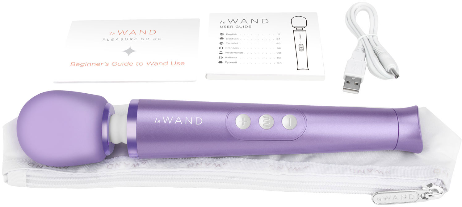 Le Wand Petite Rechargeable Vibrating Body Massager - In The Box
