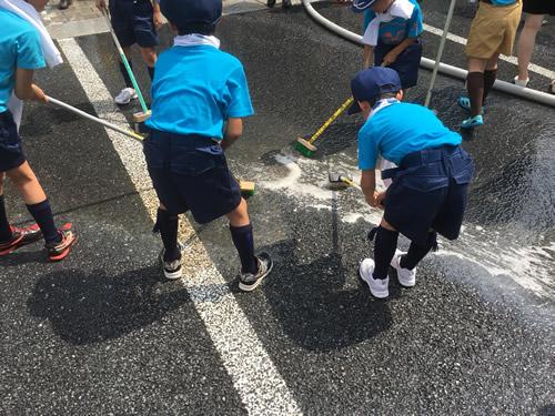 Nihonbashi bridge cleaning
