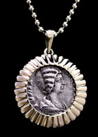 CPR204 - 14KY GOLD PENDANT WITH ANCIENT ROMAN SILVER DENARIUS COIN OF EMPRESS JULIAN DOMNA IN RADIATING SETTING