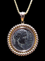 CPR205 - ANCIENT BRONZE ROMAN COIN OF ELAGABALUS IN 14KT GOLD RIBBED PENDANT SETTING