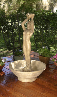 Lady Fountain - Material : GFRC - Finish : Ancient