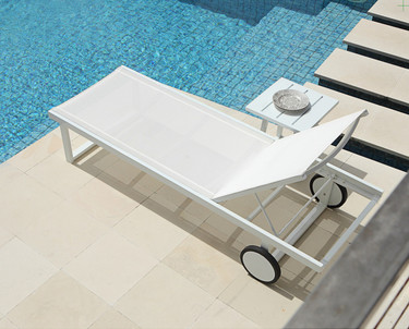 Allux Lounger with Side Table - Powder-Coated Aluminum (light taupe), Batyline (White)