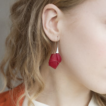 VLUM_Paris_handmade_earrings_red_silver_knot_nylon_threading_eye_catching