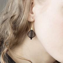VLUM_Paris_handmade_earrings_black_gold_plating_elegant_stylish_nylon_threading