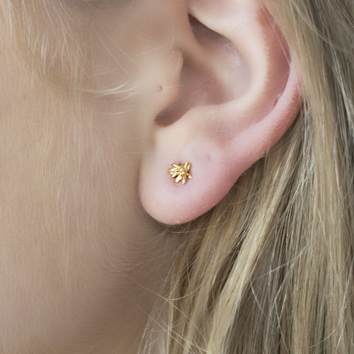 Catherine_Weitzman_handmade_jewellery_Hawaii_gold_vermeil_chrysanthemum_flower_studs_earrings_small_dainty