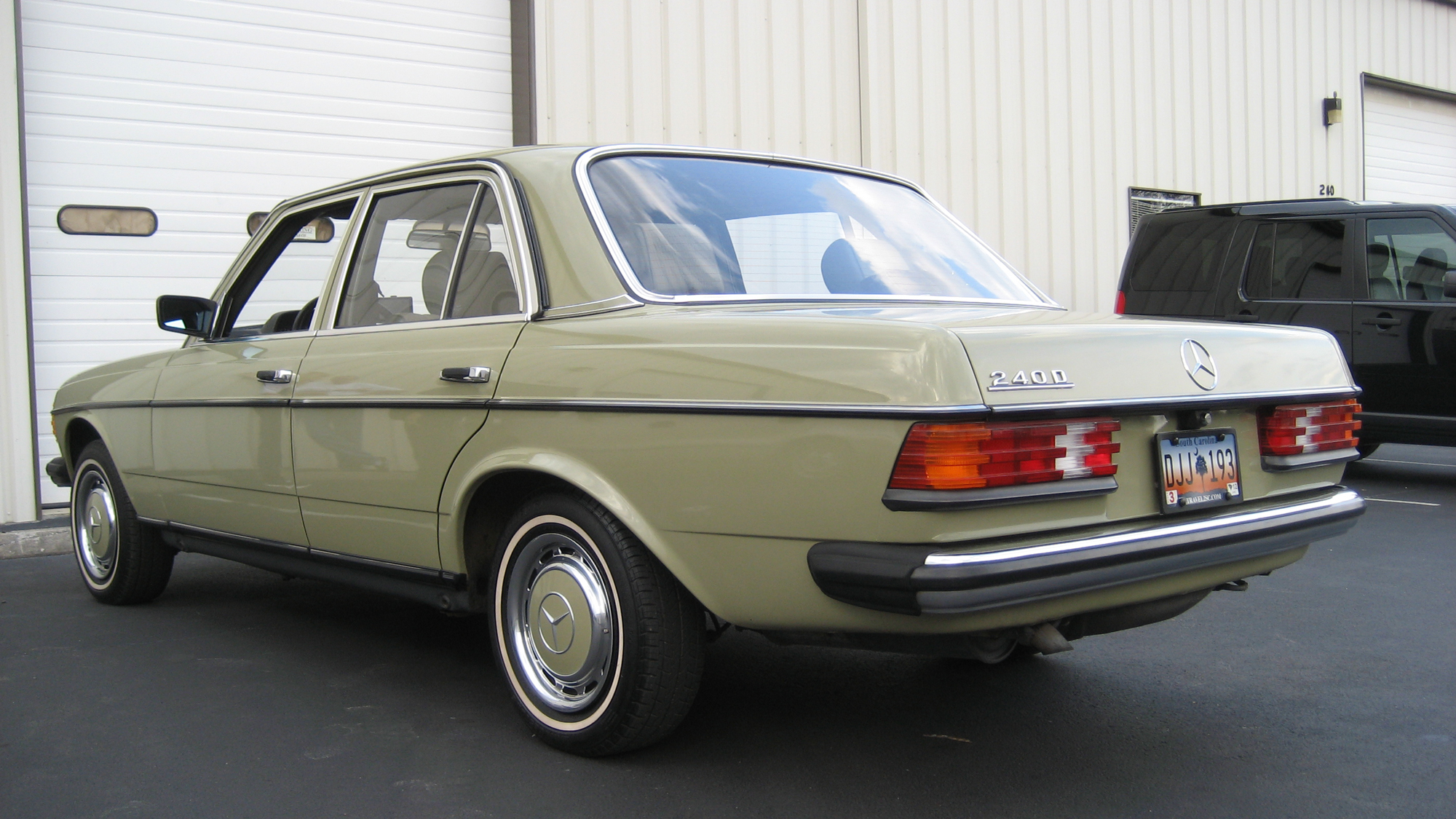 M m mondays mercedes benz 240d for Mercedes benz 240 d