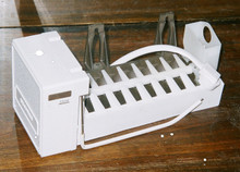 GENERAL ELECTRIC ICEMAKER  WR30X0304    NOS/OEM