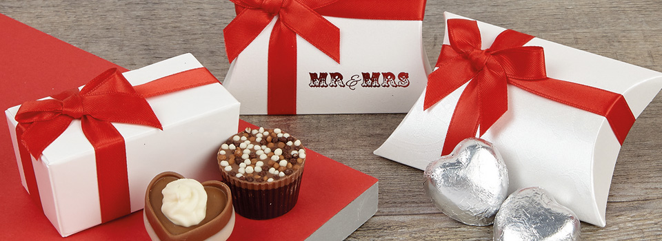 red-and-crimson-wedding-favours.jpg