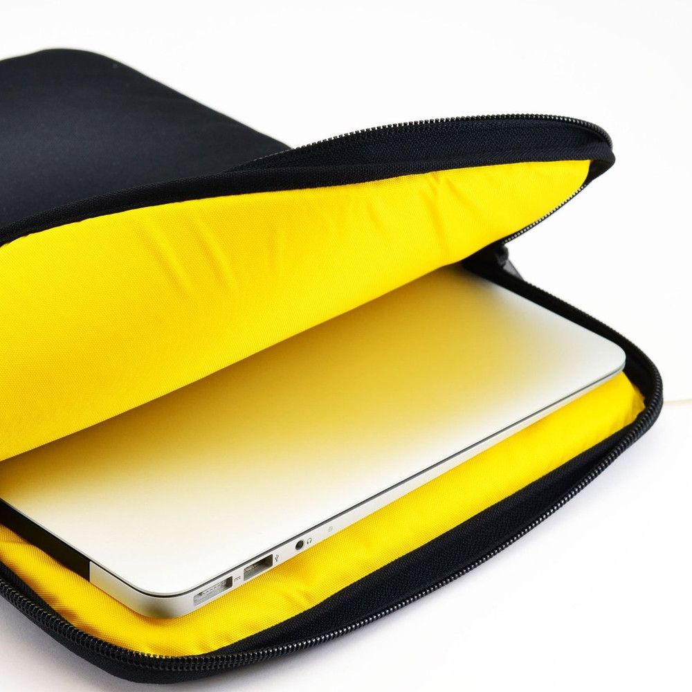 essential gear vertical padded sleeve slip case with removable strap for laptop 13 inch macbook. Black Bedroom Furniture Sets. Home Design Ideas