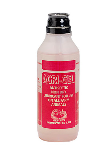 Long lasting lubricating gel which will not dry or flake