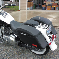 HD-wide-softail-motorcycle-customer-saddlebag-photo1