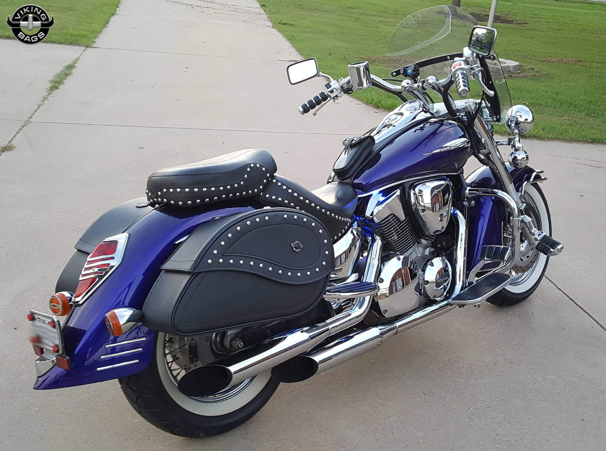 ... Michael's '03 Honda VTX 1300 w/ Ultimate Shape Studded Saddlebags