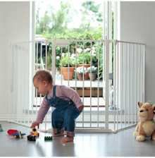 BabyDan Configure / Flex M Gate with toddler