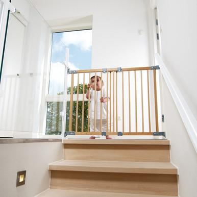 BabyDan Flexi Fit Wooden Stair Gate (69   106.5cm)