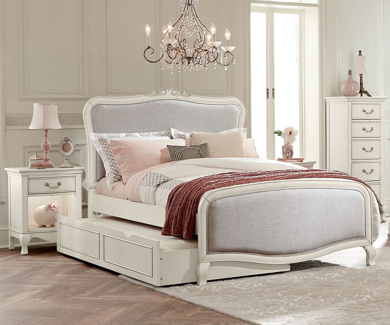 Kensington White Finish Katherine Full Size Bed With