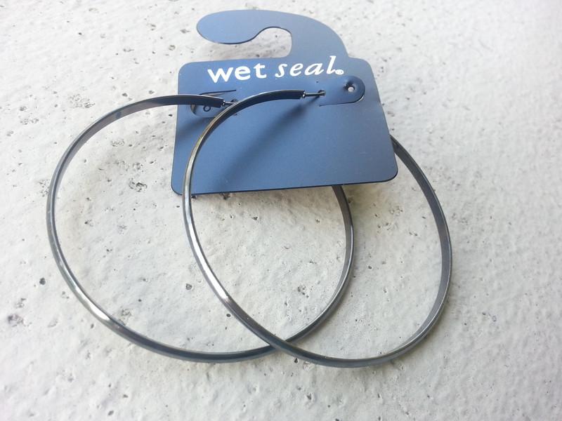 EARRINGS. WET SEAL 2.5 INCH HOOP EARRINGS! Black/Bronze.