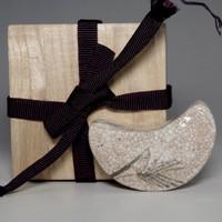 sale: KOGO Antique Japanese E-Shino Pottery Incense Case by Kato Shuntai #2413