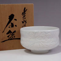 sale: CHAWAN - Japanese White Carved Porcelain Tea Bowl in Izushi Ware w Box