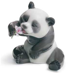 Lladro Porcelain A Cheerful Panda Figurine 01008358