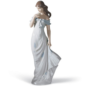 Lladro Porcelain A Flower's Whisper Woman Figurine 01006918