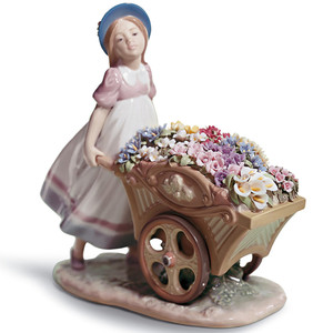 Lladro Porcelain Love's Tender Tokens Girl Figurine 01006521