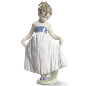 Lladro Porcelain Look At My Dress Girl Figurine 01009172