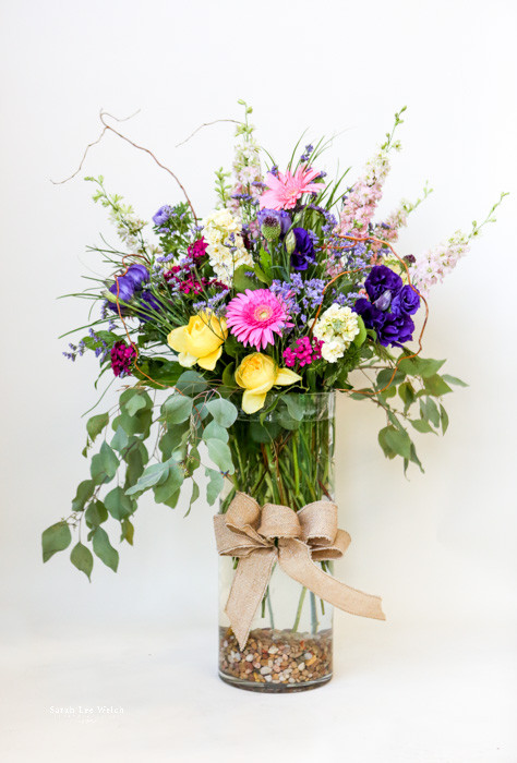 Premium Mixed rose and fresh flower bouquet in upgraded vase| Mixed ...
