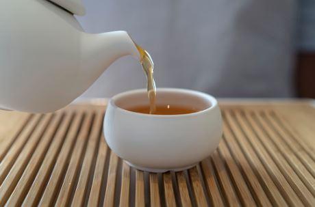 Steeping oolong tea