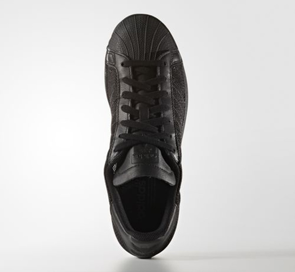 THE ICONIC SHELL TOE SNEAKER, DRENCHED IN A SINGLE COLOUR
