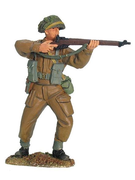 W Britain 17904 British Infantry Standing Firing World War II