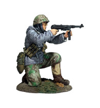 W Britain 25056 German Volksgrenadier Kneeling Firing MP-40 in Parka World War Two