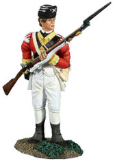 W Britain 18040 American Revolution British 10th Foot Light Infantry Reaching For Cartridge No.1