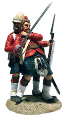 """W Britain 27068 War Along the Nile """"I have you sir!"""" 42nd Highlander Helping Wounded Officer"""