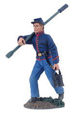 WBritain Toy Soldier 31145  Artillery Crewman Advancing With Sponge And Bucket No. 1