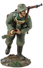 W Britain 23055 WWI 1916-18 German Infantry Pulling Grenade Primer