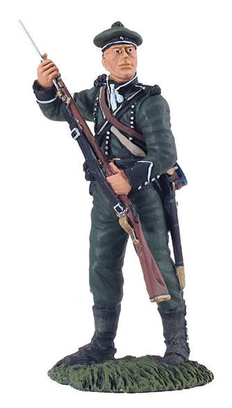 W Britain Soldier 95th Rifles Chosen Man Ramming Cartridge No. 1