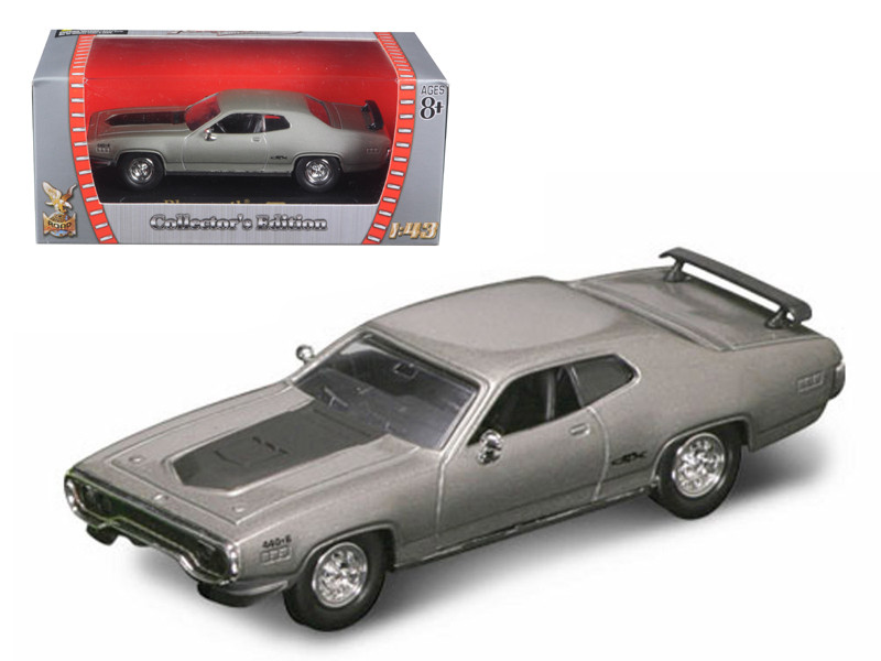 1971 Plymouth GTX 440 6 Pack Silver 1/43 Diecast Model Car Road Signature 94218