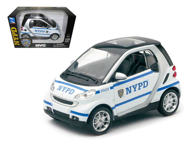 Smart For Two NYPD Police Car 1/24 Diecast Model Car by New Ray