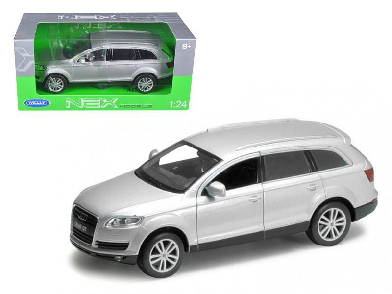 Audi Q7 Silver 1/24 Diecast Car Model Welly 22481
