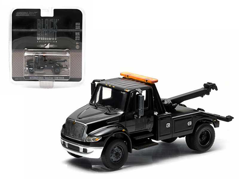 2014 International Durastar 4400 Tow Truck Black Bandit 1/64 Diecast Model Greenlight 29807