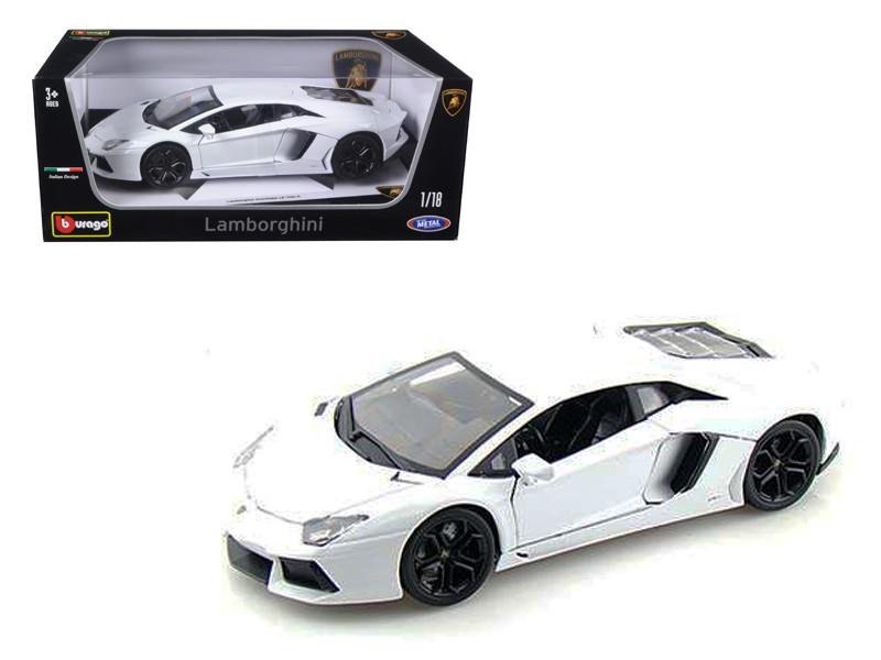 2012 Lamborghini Aventador LP700-4 White 1/18 Diecast Model Car by Bburago