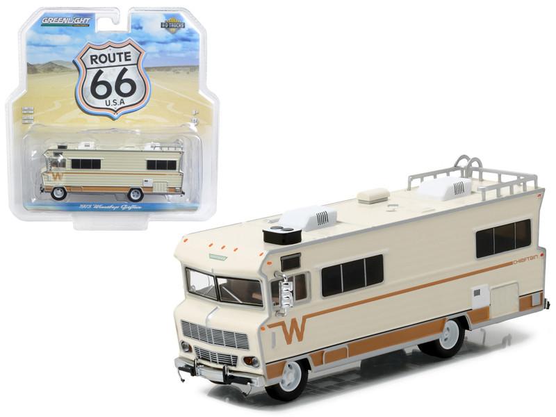 1973 Winnebago RV Chieftain HD Trucks Series 8 1/64 Diecast Model Greenlight 33080 A