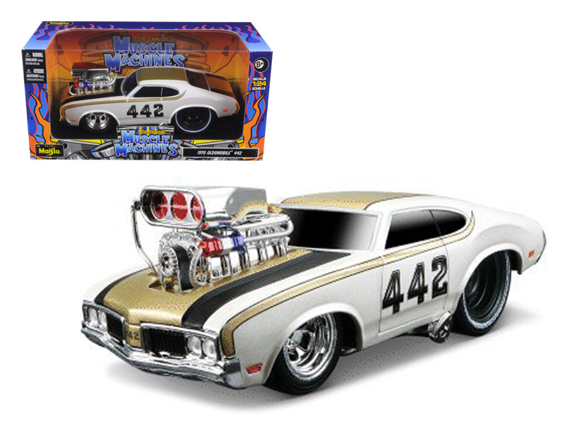 """1970 Oldsmobile 442 White """"Muscle Machines"""" 1/24 Diecast Model Car Maisto 32236"""