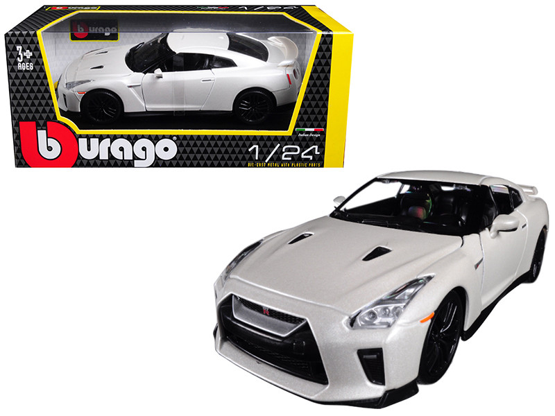 2017 Nissan GT-R R35 White 1/24 Diecast Car Model BBurago 21082