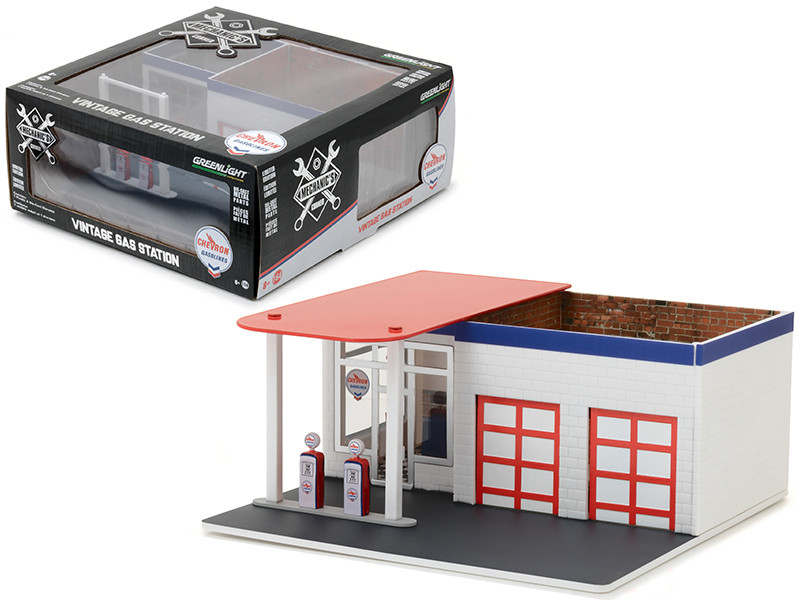 Mechanic's Corner Series 2 Vintage Gas Station Chevron 1/64 Greenlight 57022